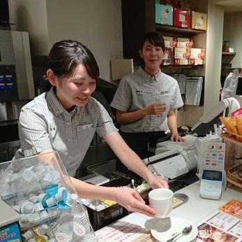 人気のカフェで働けるチャンス週3日、1日6時間からのフリーターさん大募集!
